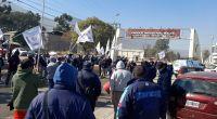 Tensión en Parque Industrial: trabajadores de la Cerámica Alberdi reclaman mejoras laborales y salariales