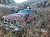 Conductor perdió el control del vehículo y cayó desde un precipicio de 50 metros