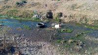"|FOTOS| Un canal de Salta se transformó en un ""cementerio de cubiertas"""