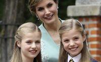 La princesa Leonor y la Infanta Sofía deslumbran con gestos cariñosos hacía la reina Sofía