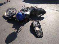 Derrapó con la moto borracho y abandonó a su acompañante tirada e inconsciente