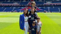 Antonela Roccuzzo fue vista por las calles de Paris paseando con sus hijos