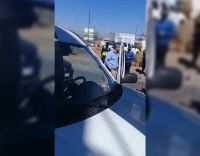 VIDEOS | Otro día de furia en la Ciudad: conductor agredió a una docente