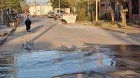 Entre pérdidas de agua y olores nauseabundos: el calvario que viven cientos de vecinos salteños