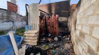 Lunes de terror: se incendió la casita precaria de un salteño en situación de calle