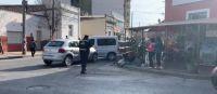 Terrible: violento choque entre dos vehículos casi termina con la vida de una vendedora ambulante