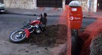 Día de miércoles: policía salteño intentó esquivar un pozo y terminó adentro de una zanja