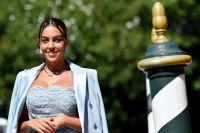 Como toda una reina: Así fue el recibimiento de Georgina Rodríguez en Inglaterra