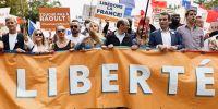 """Miles de manifestantes anti vacunas marcharon hoy en Francia al grito de """"¡Libertad!"""""""