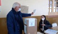Carlos Zapata al votar. Fuente: (Twitter)