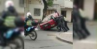 Tarde complicada: terrible vuelco en la intersección de Ituzaingó y Castellanos