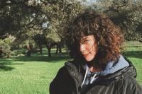 María Pedraza se fotografió desde atrás y cubriéndose con apenas una toalla