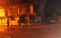 Horror y conmoción: una familia salteña quedó atrapada en un voraz incendio en un comercio