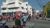 """Los """"piqueteros"""" volvieron a tomar el centro de la ciudad y hay caos"""