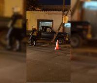 Salteño perdió el control de su camioneta y terminó arriba de la vereda