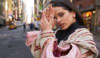 Están juntos: Rosalía y Rauw Alejandro pillados de la mano en un lugar romántico