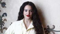 """Escándalo: Rosalía se abre la bata y presume de sus """"pechonalidades"""""""