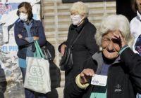 Más y más ayuda económica: las distintas asistencias del Gobierno para intentar que los jubilados le ganen a la inflación