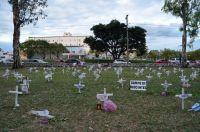 Impactante intervención muestra un cementerio de niños abortados en Salta