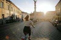 El sátiro de la enduro anda suelto en Salta: le toca la cola a las chicas que andan en bicicleta