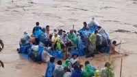 TERRIBLE VIDEO: más de 20 bolivianos arriesgaron su vida y desafiaron al río para ingresar ilegalmente a Salta