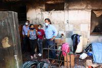 El gobernador Gustavo Sáenz sorprendió a una familia que perdió su casa en un incendio