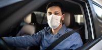 Andar en auto aumenta el riesgo de contagio por COVID-19 pero hay un truco para evitarlo