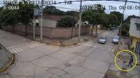 TERRIBLE VIDEO: abuelo al volante embistió con todo a una mujer salteña y causó gran preocupación