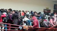 |VIDEO| Cinco estudiantes murieron al desplomarse una baranda en el cuarto piso