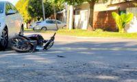 Rutas peligrosas: fuerte choque entre una camioneta y una motocicleta