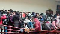 Murieron 7 estudiantes tras caer al vacío por el desprendimiento de una baranda