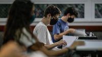 La muerte de una estudiante brasileña pone en la mira el regreso a clases presenciales