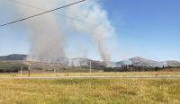 """Voraz incendio en la sierra de Tandil preocupa a todos: bomberos aseguran que """"no controlan"""" las llamas"""