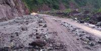 |FOTOS| Rutas peligrosas: en el interior salteño las lluvias provocaron el desprendimiento de un cerro