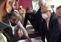 Alberto Fernández anunció inversiones y ayuda económica para las zonas afectadas por los graves incendios