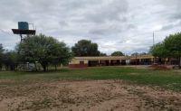 El interior que duele: padres dejaron de mandar a sus hijos a la escuela por una estructura a punto de caerse