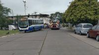 Terrible accidente en barrio Castañares: una persona quedó atrapada en el vehículo
