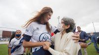 Bettina Romero y un emotivo festejo junto a Juventud Antoniana por la recuperación de su predio