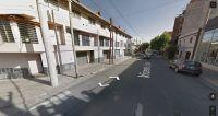 Vecinos denuncian mugre y abandono abajo de un edificio conocido de la zona del centro salteño