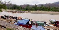Sin miedo a nada, decenas de gomones cruzan el Río Bermejo semanalmente