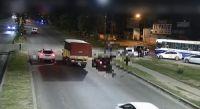 |IMÁGENES SENSIBLES| Avenida Paraguay: motociclista impactó violentamente contra un auto y voló por el aire