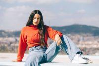 Rosalía enseña en primera plana su retaguardia al lucir un ceñido leggins rojo