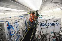 Llegó al país el avión con el componente activo para la producción local de la Sputnik V