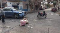"""Camioneta se llevó puesto a una moto con dos personas: """"Los levantaron como saco de papas"""""""