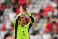 UEFA desistió de sancionar a Manuel Neuer por usar un brazalete LGBT