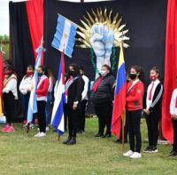 ¿Se viene el chavismo? Alumnos juraron lealtad a una bandera que no es la argentina