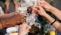 Gastronómicos celebran poder abrir sus puertas hasta las dos de la mañana